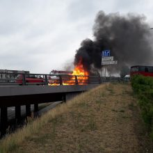 Vilniaus aplinkkelyje užsidegė automobilis