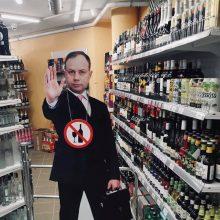 """Prie alkoholio skyriaus """"įdarbintas"""" A. Veryga: galime susitikti parduotuvėje"""