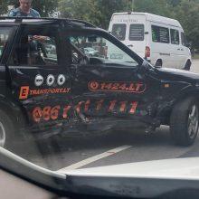 Jonavos gatvėje į avariją pateko pavėžėjas
