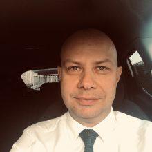 Ministras A. Veryga nusiskuto plaukus: solidarizuojasi su premjeru