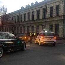 Nelaimė Kauno centre: automobilis kliudė vyrą