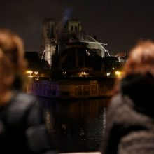 Prie Paryžiaus Dievo Motinos katedros gali būti pastatyta laikina medinė šventykla