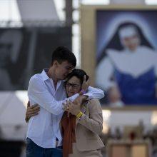 Brazilijoje tūkstančiai tikinčiųjų pagerbė pirmąją šalies šventąją