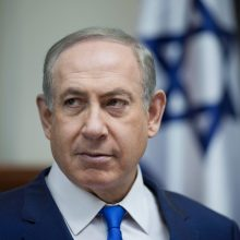 """B. Netanyahu smerkia jam pareikštus """"neteisingus"""" kaltinimus dėl korupcijos"""