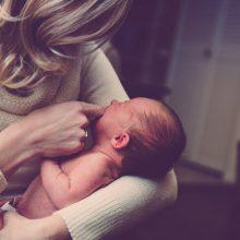 Neleista mamoms dirbti pirmaisiais vaiko priežiūros metais išsaugant išmoką