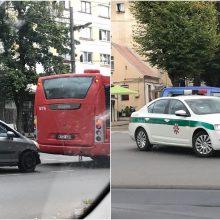 Eismą Kauno centre apsunkino autobuso ir automobilio avarija