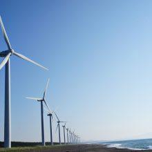 Kas į vėjo malūnus Baltijos jūroje kaišioja pagalius?