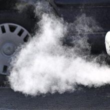 Taršių automobilių mokesčiui – kliūtys Seime