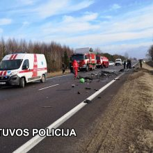 Per lengvojo ir krovininio automobilio avariją žuvo du žmonės