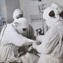 """Tūkstančiai """"ačiū"""": prieš 55 metus Vilniuje atlikta pirmoji atvira širdies operacija"""