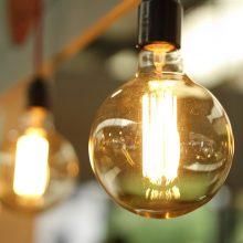 Trečią mėnesį iš eilės kilo elektros kaina