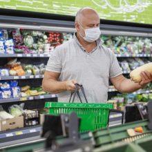 """Senjorų apsilankymas parduotuvėje: """"Maxima"""" primena, kaip saugiai apsipirkti"""