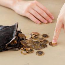 Siūloma nuo kitų metų minimalų darbo užmokestį didinti iki 703 eurų
