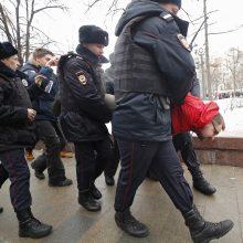 Rusijoje kilo protestai dėl žmogaus teisių aktyvistės sulaikymo