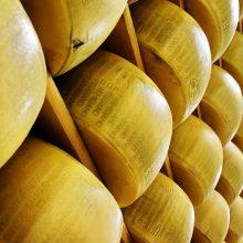 Per karantiną uždaryti restoranai kirto lietuviškų sūrių eksportui