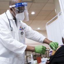 JAV abiem vakcinos dozėmis nuo COVID-19 paskiepyta jau beveik 10 mln. žmonių