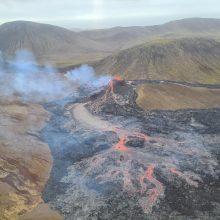 Islandijoje neseniai išsiveržęs ugnikalnis toliau spjaudosi lava