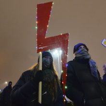 Lenkijoje tęsiasi protestai prieš beveik visišką abortų draudimą