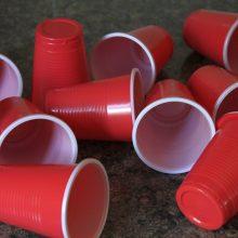 Paaiškėjo, kada prekybos tinklai atsisakys vienkartinių plastiko gaminių