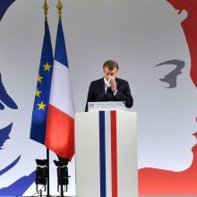 E. Macronas žada negailestingai kovoti su islamistų teroru