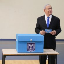 Apklausos: nauji rinkimai Izraelyje aiškaus nugalėtojo neatnešė