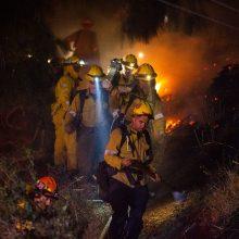 Gaisrai Kalifornijoje privertė evakuotis tūkstančius žmonių, įskaitant garsenybes