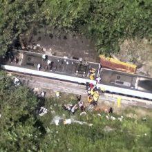 Taivane nuo bėgių nulėkus traukiniui žuvo mažiausiai 51 žmogus, dešimtys sužeista