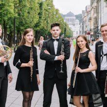 """""""Muzikiniame balkone"""" – jaunimas ir laiko patikrinta klasika"""