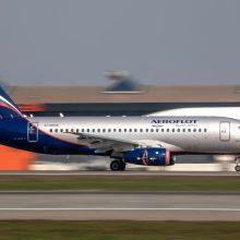 Iš Maskvos į Rygą turėjusiame skristi lėktuve kilo panika dėl dūmų kvapo