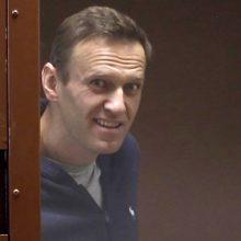 A. Navalnas teismo narve šaiposi iš V. Putino ir gausina šalininkų gretas