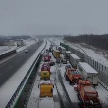 Masinė avarija Lenkijos greitkelyje: susidūrė 18 automobilių