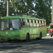 Ugniagesiai skubėjo į Panemunę: užsiliepsnojo troleibusas