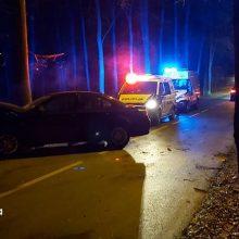Netoli Pažaislio BMW rėžėsi į medį