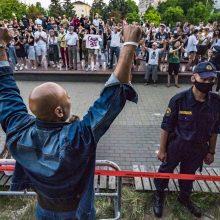 """Baltarusijoje sulaikyti trys televizijos """"Current Time"""" žurnalistai"""