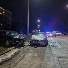 Avarija Baltijos gatvėje: žmonės nesužaloti, bet daug stipriai sudaužytų automobilių
