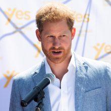 Princas Harry iškėlė bylas dviem bulvariniams leidiniams dėl telefoninio šnipinėjimo