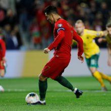 Lietuvos futbolo rinktinė sutriuškinta Portugalijoje