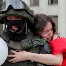 Baltarusijoje šeštoji protestų diena baigėsi be demonstrantų vaikymų ir areštų