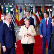 A. Merkel per paskutinį savo ES viršūnių susitikimą sulaukė ovacijų atsistojus