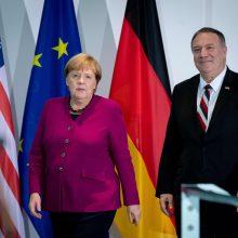 Angela Merkel ir Mike Pompeo