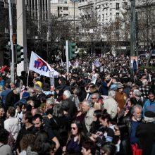 Tūkstančiai žmonių protestuoja Graikijoje prieš naują pensijų reformą