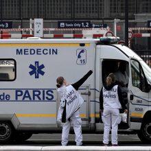 Prancūzijoje viruso aukų skaičius artėja prie 28,5 tūkstančio