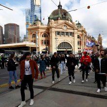 Koronaviruso protrūkį įveikęs Melburnas atšaukia karantiną