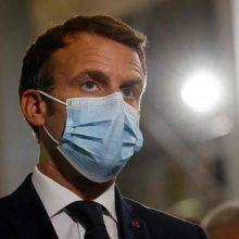 E. Macronas: Prancūzijoje bent vieną vakcinos nuo COVID-19 dozę gavo 50 mln. žmonių