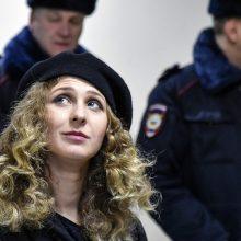 Kremliaus kritiko A. Navalno bendražygiams namų areštas pratęstas iki vasaros vidurio