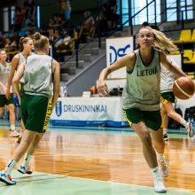 """Moterų rinktinės tarpusavio rungtynėse – """"Baltųjų"""" komandos triumfas"""
