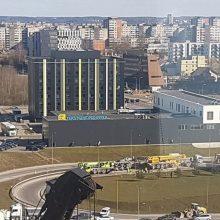 Vilniaus vakariniame aplinkkelyje apsivertė betonvežis