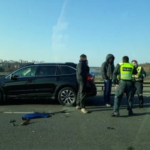 "Ant Varnių tilto susidūrė ""Volvo"" ir ""Peugeot"""