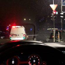 """Sankryžoje susidūrė BMW ir """"Audi"""", pagalbos prireikė vienam vairuotojui"""