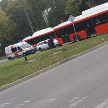 Autobuse parkritusią garbingo amžiaus moterį teko vežti į ligoninę